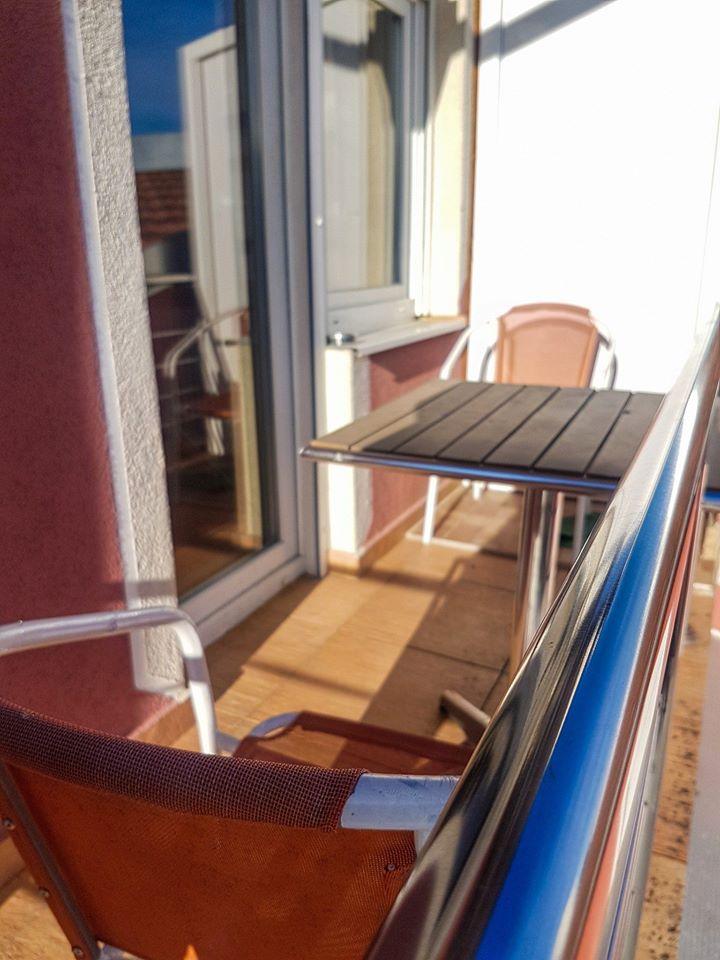 Soba sa balkonom. Smještaj Natalija u Osijeku  #SmjestajNatalijaOsijek #hotel #sobe #rooms #smjestaj #osijek