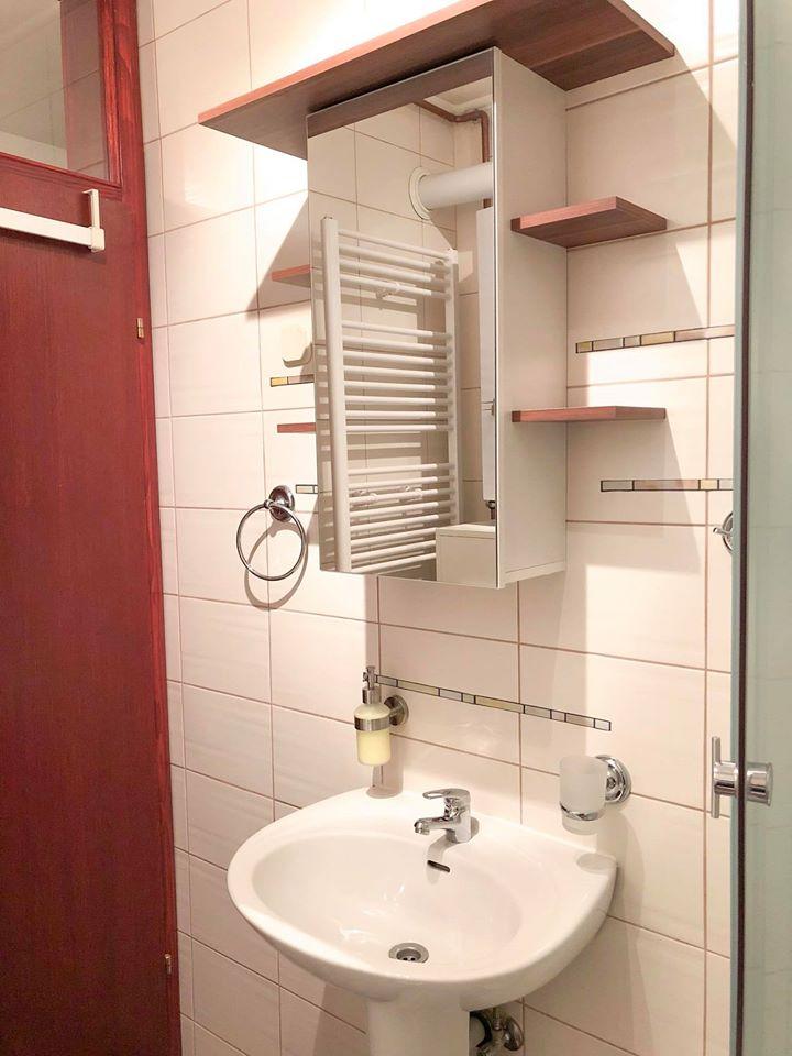 Svaka soba ima svoju kupaonicu. Smještaj Natalija u Osijeku   #SmjestajNatalijaOsijek #hotel #sobe #rooms #smjestaj #osijek